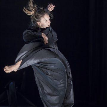Norrdans Nypremiär på Härnösands Teater 11 mars 2017 Kostymdesign / scenografi: Jenny Nordberg Ljusdesign: Mads Nilsen Dansareansare från Norrdans