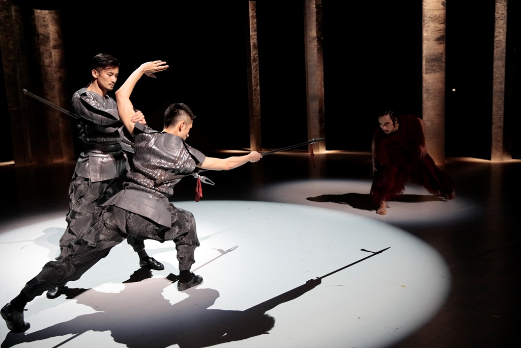 Master class of choreography from the Japanese troupe NOISM